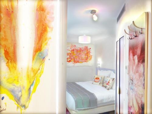 勒帕維隆酒店房間的床