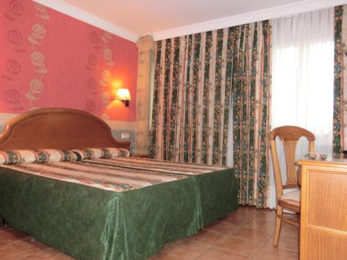 A bed or beds in a room at Hotel Las Ruedas