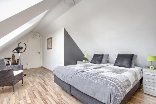 A bed or beds in a room at Villa Eltins
