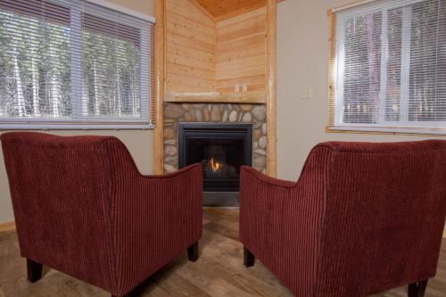 A seating area at Jasper East Cabins