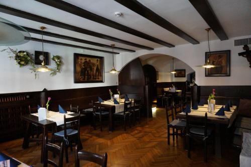 Un restaurante o sitio para comer en Hotel Happ