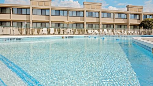 The swimming pool at or close to Quality Inn