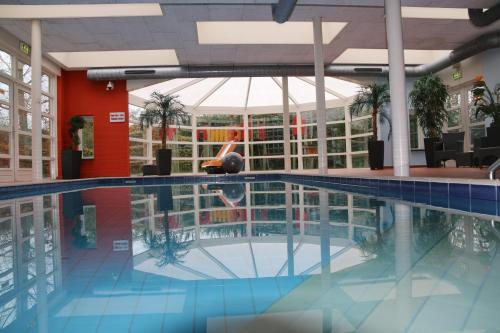 Het zwembad bij of vlak bij Hotel Restaurant 't Klokje