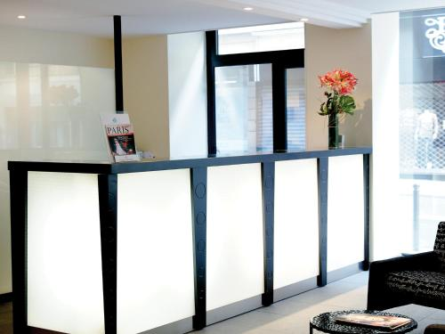 The lobby or reception area at Newhotel Saint Lazare