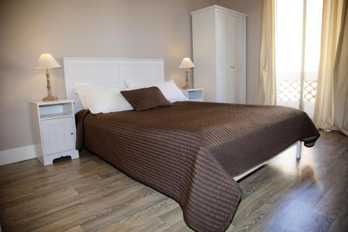 Łóżko lub łóżka w pokoju w obiekcie Hotel Provencal