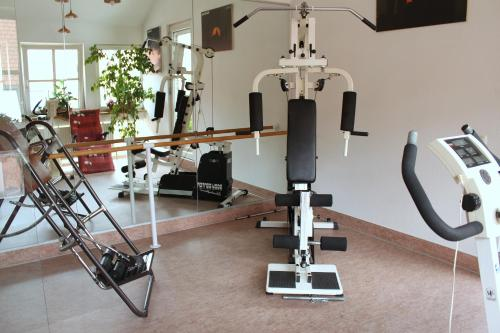 The fitness centre and/or fitness facilities at Hotel Am Josephsplatz