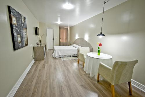 A bed or beds in a room at Nacional Inn Curitiba Torres