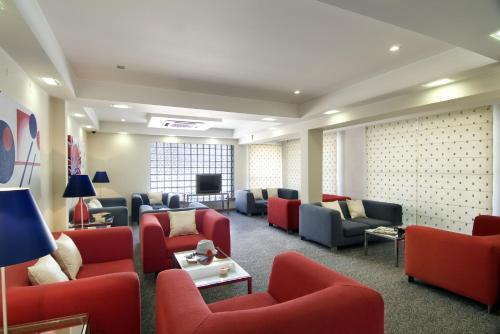 A seating area at Hotel Cruz Alta