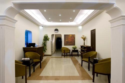 A seating area at Barakat Hotel Apartments