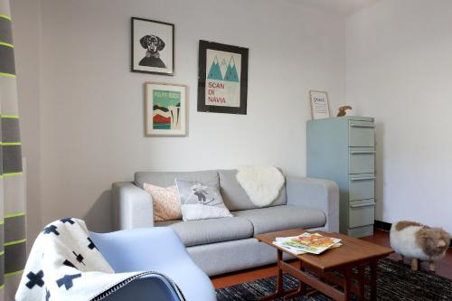 A seating area at Off Appartement