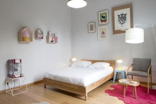 A bed or beds in a room at Off Appartement