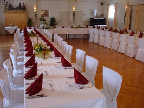 Ein Restaurant oder anderes Speiselokal in der Unterkunft Gasthof Rockensüß