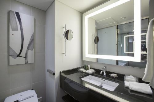 A bathroom at Hilton Tokyo Hotel