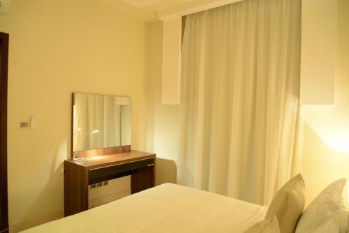 Cama ou camas em um quarto em Silver City 2 Business Hotel Apartments