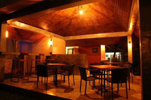 A restaurant or other place to eat at Mook Lamai Resort and Spa