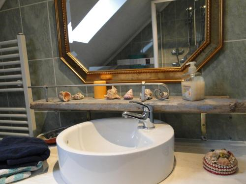 A bathroom at Rosindell cottage
