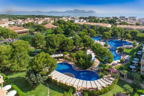 Widok na basen w obiekcie Zafiro Mallorca & Spa lub jego pobliżu