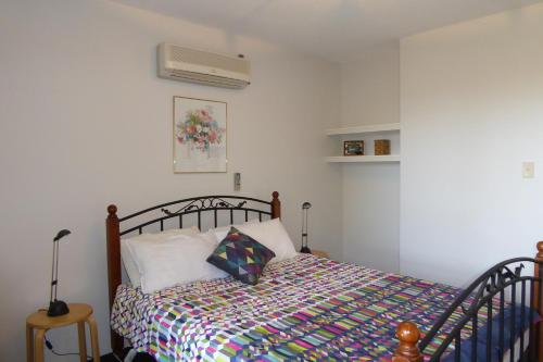 A bed or beds in a room at Sea Banksia