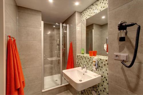 A bathroom at MEININGER Hotel Amsterdam City West