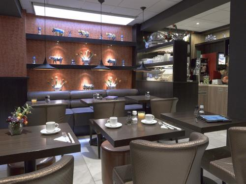 مطعم أو مكان آخر لتناول الطعام في فندق موتزارت