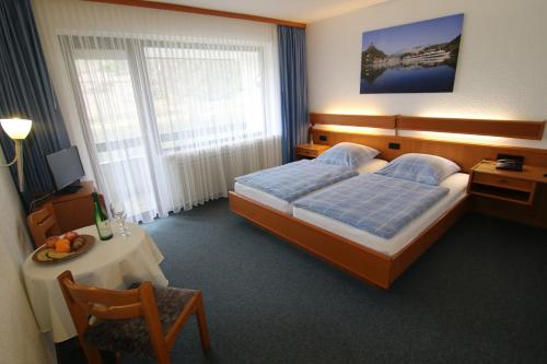 Een bed of bedden in een kamer bij Hotel Weinstube Klasen