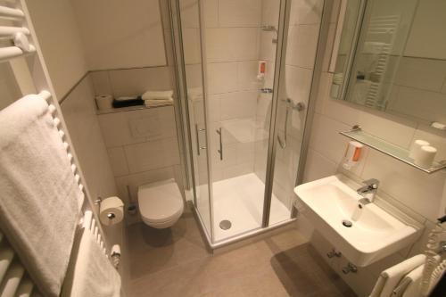 Een badkamer bij Hotel Weinstube Klasen