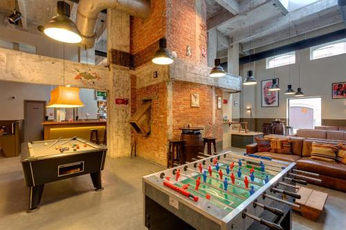 A pool table at MEININGER Hotels Bruxelles City Center