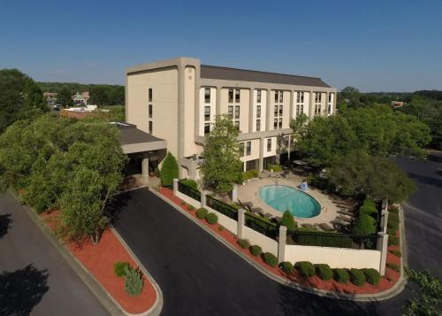 A view of the pool at Hampton Inn Charlotte/Matthews or nearby