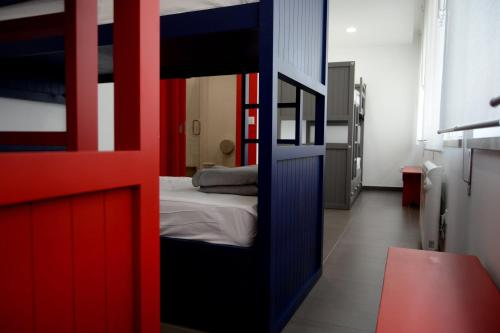 A bed or beds in a room at Lab Hostel Nazare