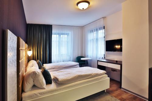 A bed or beds in a room at VIP Apartments
