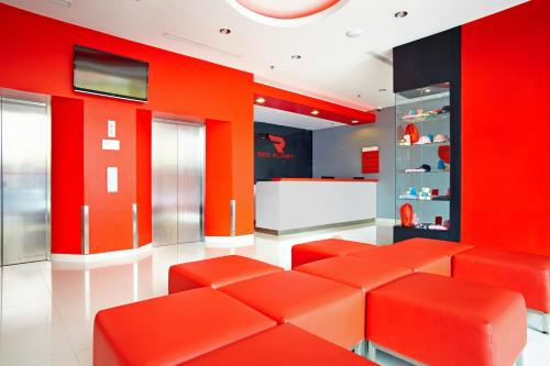 The lobby or reception area at Red Planet Bekasi