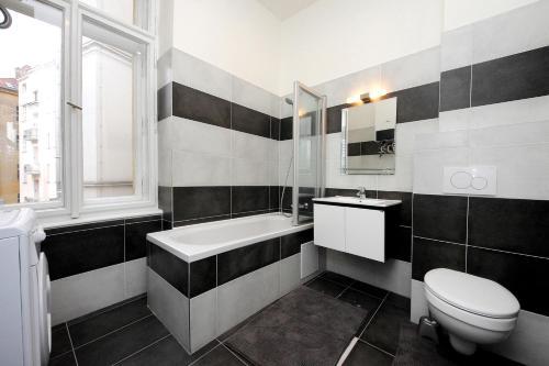 Ванная комната в Historic Centre Apartments V