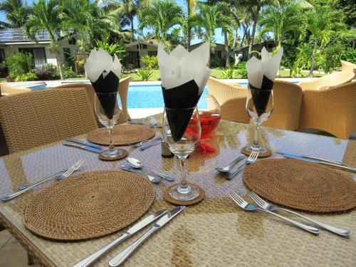 A restaurant or other place to eat at Muri Beach Resort