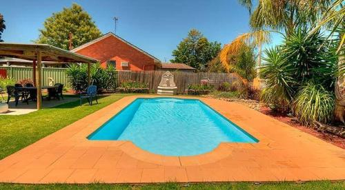 The swimming pool at or near Echuca Motel