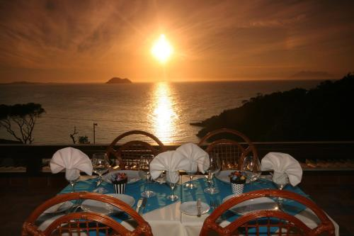 A restaurant or other place to eat at Colonna Galapagos Boutique Hotel