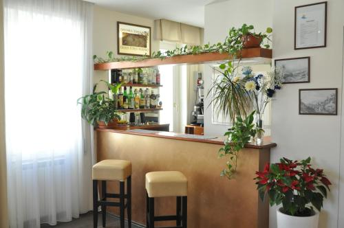 The lounge or bar area at Hotel Sole Mare