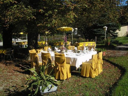 Ein Restaurant oder anderes Speiselokal in der Unterkunft Gasthof Staudach