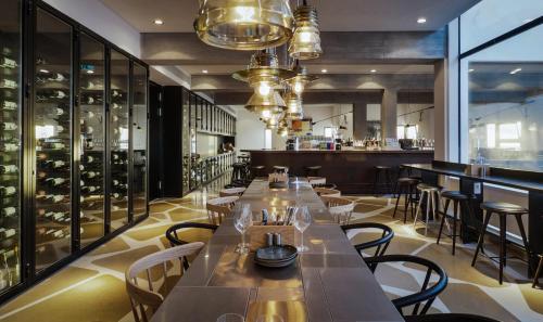 מסעדה או מקום אחר לאכול בו ב-אלמא - מלון ומרכז אומנויות