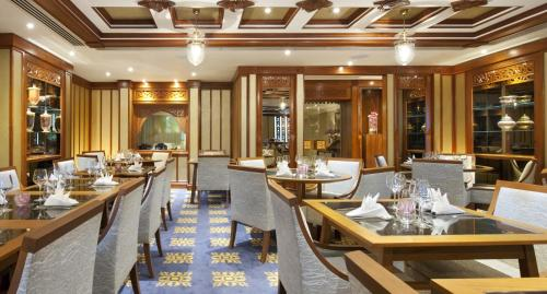 A restaurant or other place to eat at Royal Lancaster London