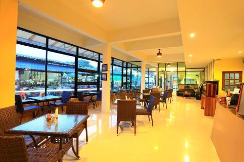 Ein Restaurant oder anderes Speiselokal in der Unterkunft Harmony Bed & Bakery