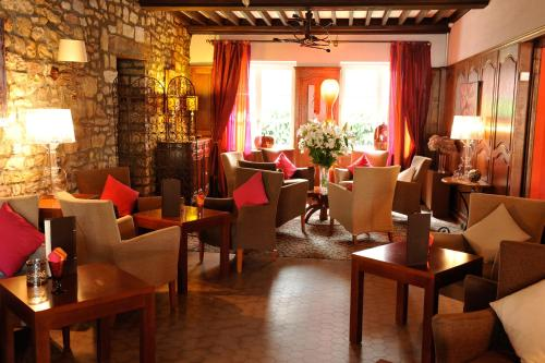 A restaurant or other place to eat at La Chaumiere