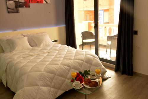 A bed or beds in a room at Alcalá del Jucar Hotel Pelayo
