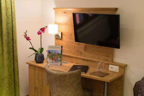 A television and/or entertainment center at Hotel Restaurant Hirschen