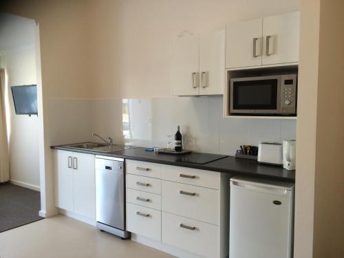 A kitchen or kitchenette at Abel Tasman Airport Motor Inn