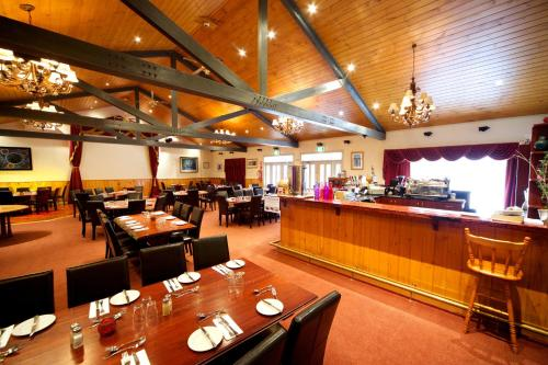 A restaurant or other place to eat at Sanctuary House Resort Motel