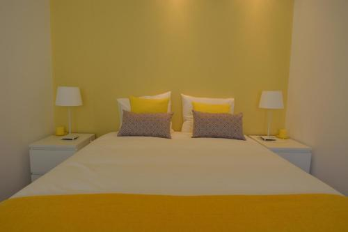 A bed or beds in a room at 4U Lisbon II Guesthouse