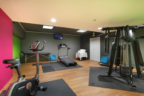The fitness center and/or fitness facilities at Mercure Brive