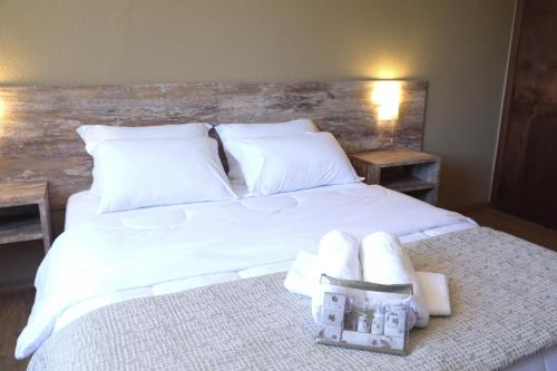 A bed or beds in a room at Sky Samuara Hotel Caxias do Sul