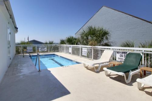 The swimming pool at or near Seaside Inn - Isle of Palms