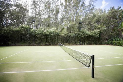 Tennis and/or squash facilities at BreakFree Aanuka Beach Resort or nearby